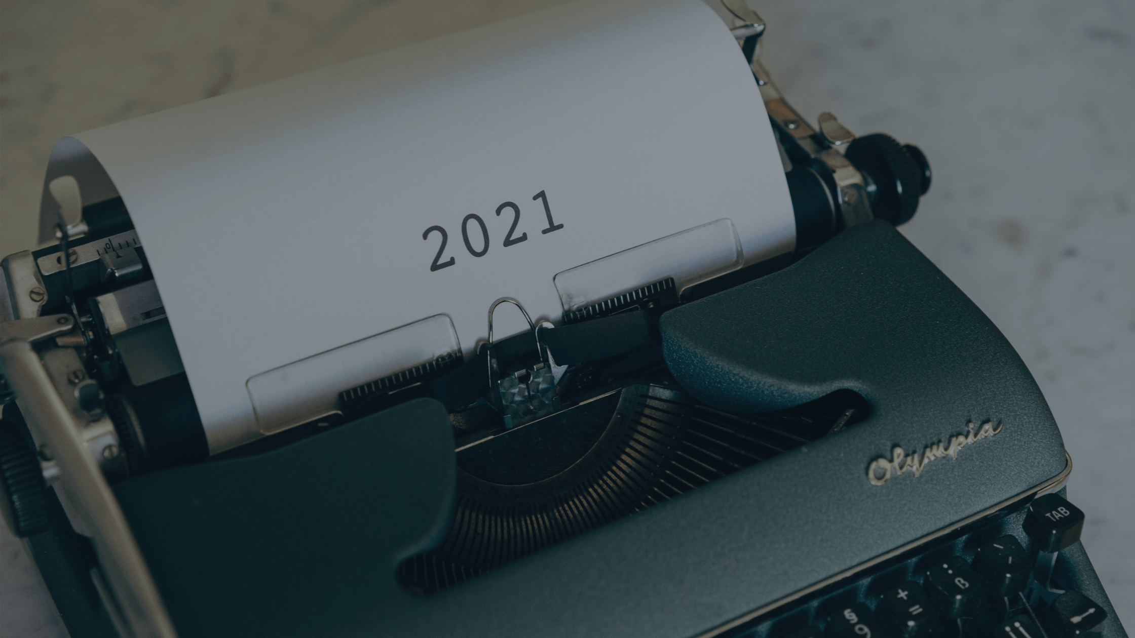 Typewriter with 2021 typed on the paper.